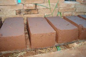 Como hacer un ladrillo de adobe permacultura la huerta - Como hacer tabiques ...