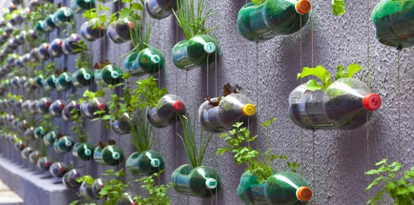 Como hacer un huerto vertical con botellas la huerta de ivan for Que es un jardin vertical